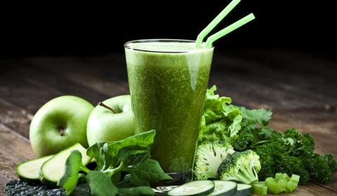 green smoothie and foods